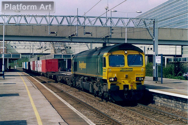 Freightliner Class 66 66536 powers a short southbound service through Milton Keynes Central on 14th April 2004.
