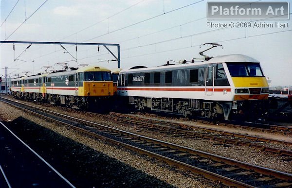 From left to right, Class 87 87019 Winston Churchill, 87030 Black Douglas, 86243 The Boys Brigade and Class 90 90006 are stabled at Wolverhampton on 6th May 1989.