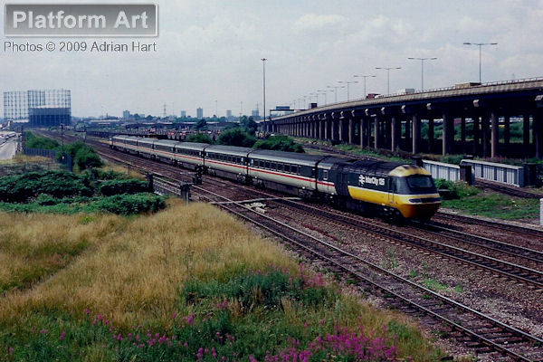 HST power cars 43029 and 43143 pass Washwood Heath in Birmingham on 17th July 1989 with the 12.45 Bristol Temple Meads - Sheffield service.